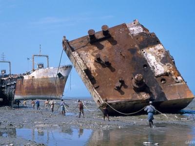 Trouble in shipping turns ocean into scrapheap