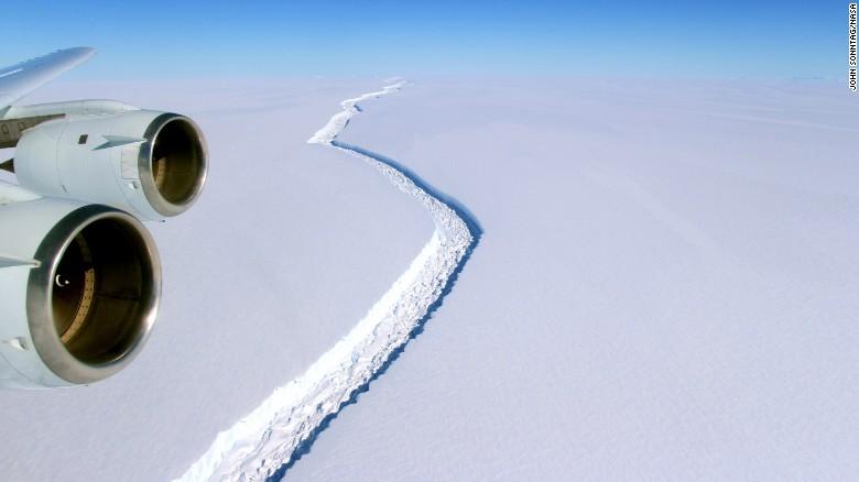 Giant iceberg breaks away from Antarctica