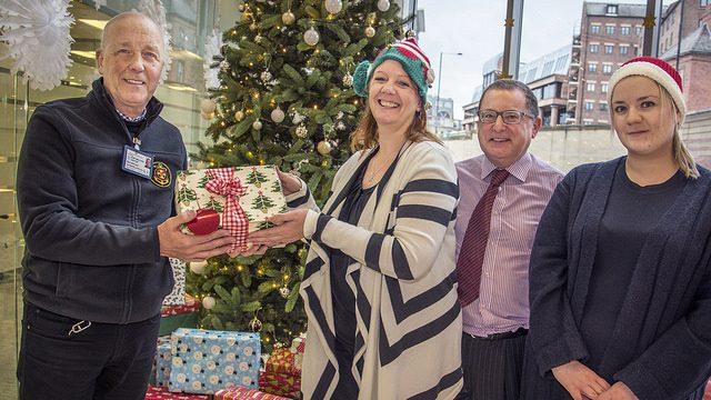 North Club, AoS give presents to seafarers for Christmas