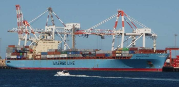 Oil spill from Maersk container ship during bunkering