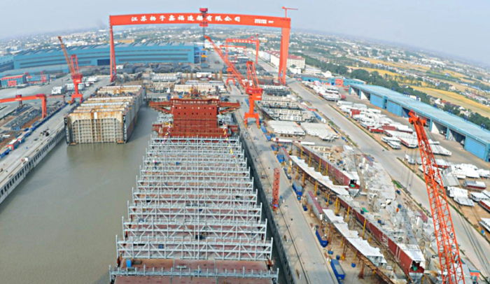 One dies after crane collapses on bulk carrier at Yangzijiang Shipbuilding