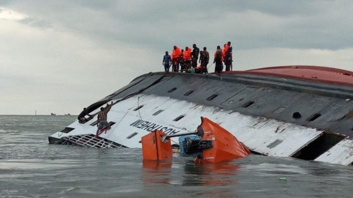 17 dead after ferry sinks off Cameroon