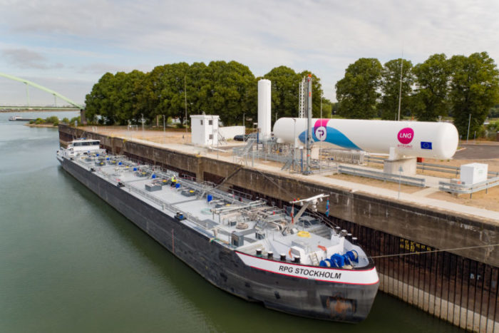 Shore-to-ship LNG bunker station opens in Cologne